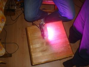 Сравнение яркости фитолампы с лампой дневного света. Фитолампа фото 3.
