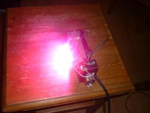Сравнение яркости фитолампы с лампой дневного света. Фитолампа фото 2.