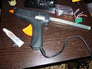 Клейный пистолет для креппления светодиодов